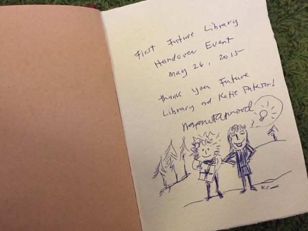 """Margaret Atwoodin omistuskirjoitus Future Libraryn """"vieraskirjaan"""". Kuva: Reeta / Les! Lue!"""
